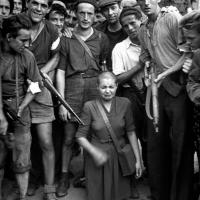 Foto de Robert Capa. 1944. Chartreuse. Represalias contra una mujer francesa que tuvo un hijo con un alemán